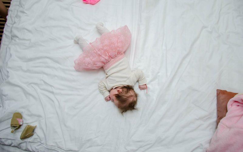 Jakou matraci zvolit, když spím na břiše nebo na zádech?